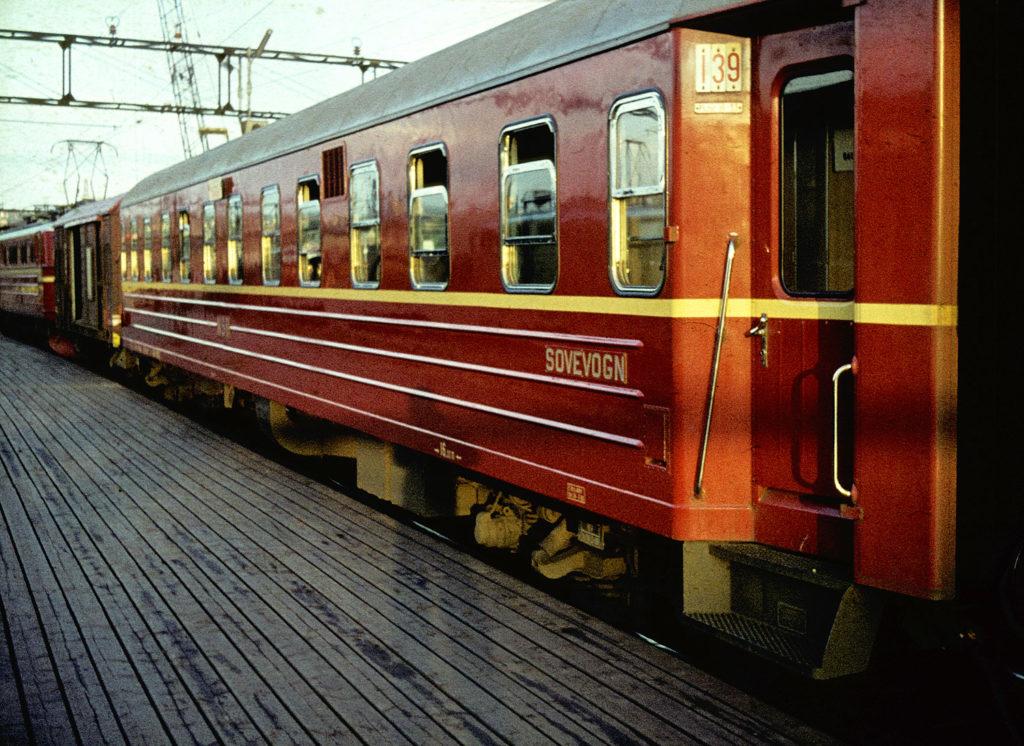 Ein moderner Schlafwagen der norwegischen Staatsbahnen im Jahr 1965