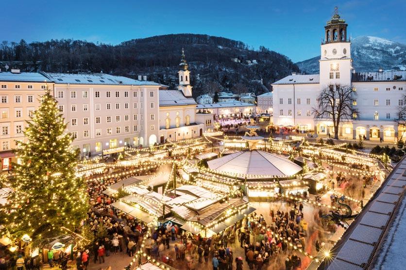 Weihnachtsmarkt auf dem Residenzplatz in Salzburg