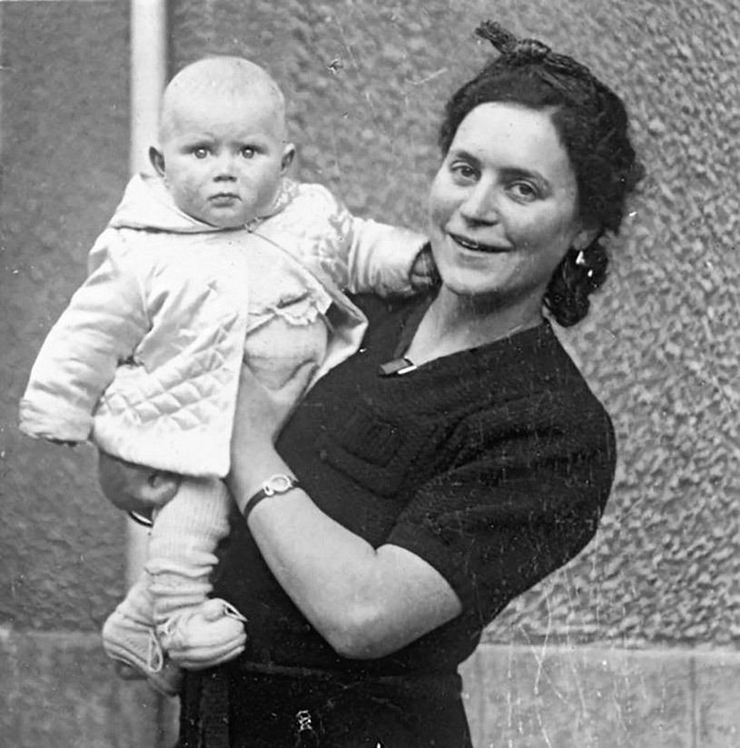 Lea Berr wurde von den Nationalsozialisten mit ihrem knapp zweijährigen Sohn Alain am 13. April 1944 aus Frankreich deportiert. Ermordet in Auschwitz