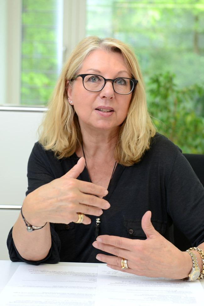 Interviewbild: Pasqualina Perrig-Chiello in ihrem Büro.