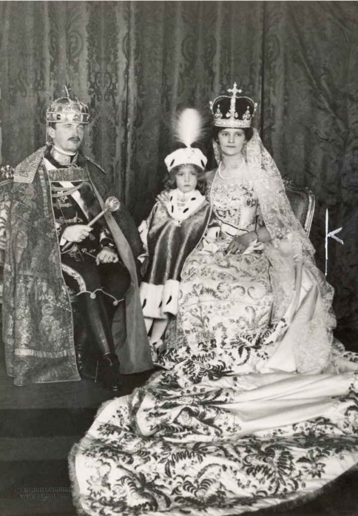 Krönung von Karl IV und Zita, mit Kronprinz Otto, in Budapest.