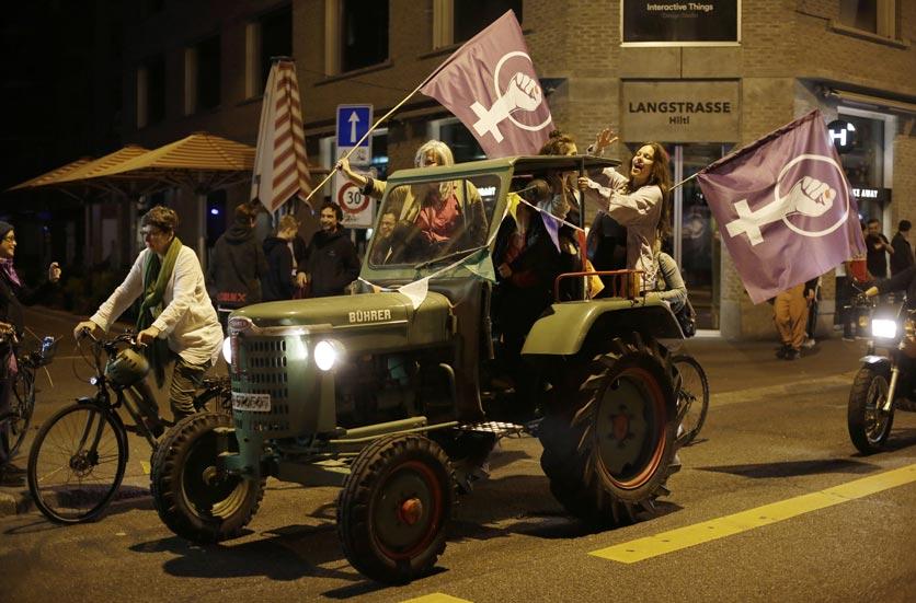 Zürich, 14.06.2019, Frauenstreik. Frauen im Bührertraktor