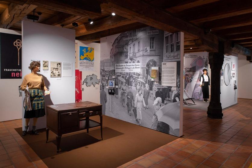 Ausstellung zu 50 Jahre Frauenstimmrecht in der Schweiz.