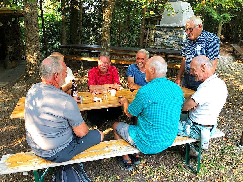Fröhliches Zusammensitzen in Zeiten vor Corona bei der Seniorenvereinigung Schöftland und Umgebung