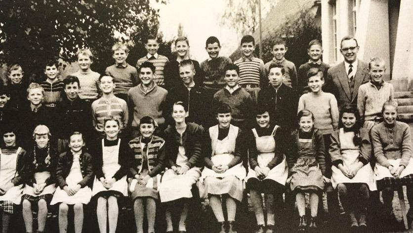 Schule in Galmiz, 1960: Hanni Bieri ist die Dritte von rechts, ganz links sitzt ihre Schwester.