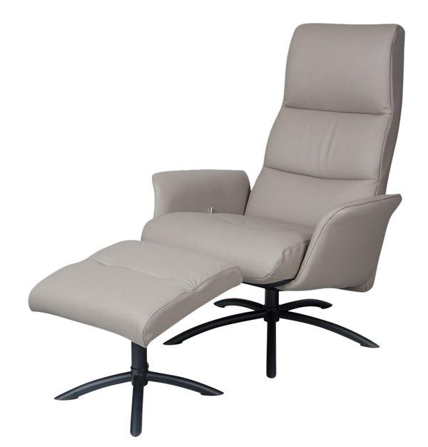 Relax Sessel von Diga Möbel auf weissem Hintergrund - Zeitlupe.